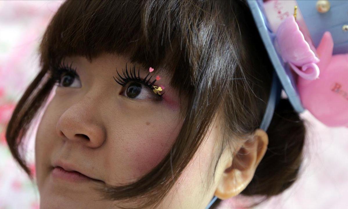 """Die 24jährige Ai aus Tokio – eigentlich PR-Beraterin. In ihrer Freizeit aber lebt sie als """"Lolita""""."""