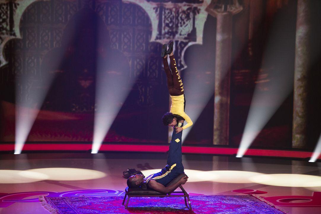Natnael Menowoyelet (oben) aus Äthiopien gibt alles, um die Jury von seiner Akrobatik-Nummer zu überzeugen. Doch wird es ihm gelingen? - Bildquelle: Benedikt Müller SAT.1