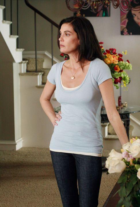 Wegen des Hochzeitstermins kommt es zu einem bitteren Streit zwischen Susan (Teri Hatcher) und Gabrielle ... - Bildquelle: 2005 Touchstone Television  All Rights Reserved