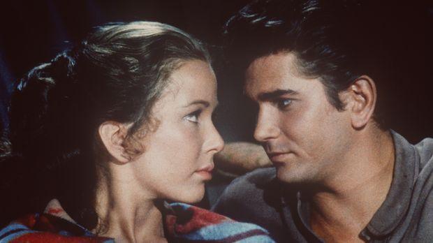Little Joe Cartwright (Michael Landon, r.) und Laura (Brooke Hayward, l.) hab...