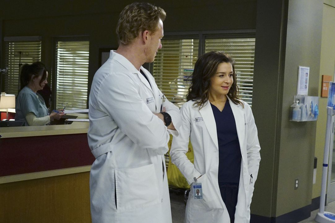 Planen ein gemeinsames Date: Owen (Kevin McKidd, l.) und Amelia (Caterina Scorsone, r.) ... - Bildquelle: Richard Cartwright ABC Studios