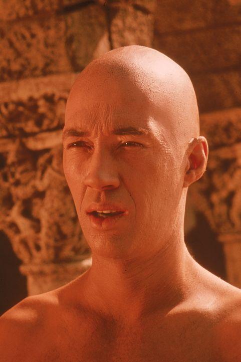 (1. Staffel) - Der Shaolin-Mönch Kwai Chang Caine (David Carradine) versucht stets, die ruppige Lebensart der Cowboys mit den im buddhistischen Klos... - Bildquelle: Warner Bros.