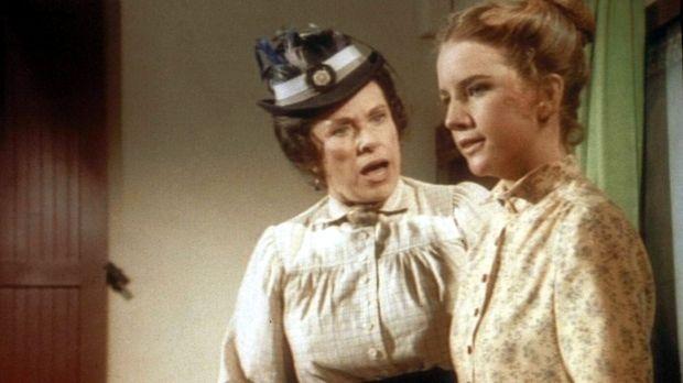 Laura (Melissa Gilbert , r.) platzt vor Wut, denn Mrs. Oleson (Katherine MacG...