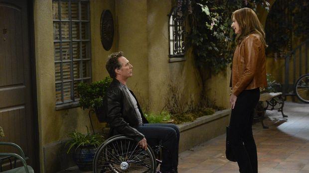 Adam (William Fichtner, l.) gefällt es nicht, dass Bonnie (Allison Janney, r....
