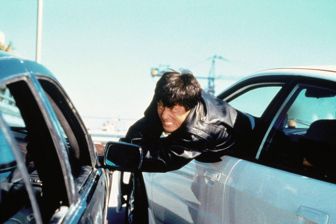 In Rotterdam gerät Whoami (Jackie Chan) mitten in die Intrigen einer skrupellosen Verbrecherbande. Der ausgebildete Spezialagent macht seinen Gegne... - Bildquelle: Columbia TriStar Film