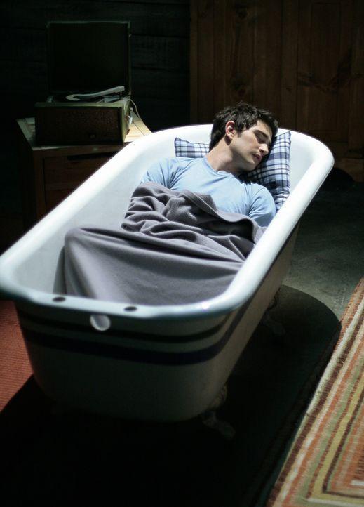 Kyle (Matt Dallas) scheint eine eigenartige Veränderung durchzumachen, deren Grund er allerdings nicht kennt ... - Bildquelle: TOUCHSTONE TELEVISION