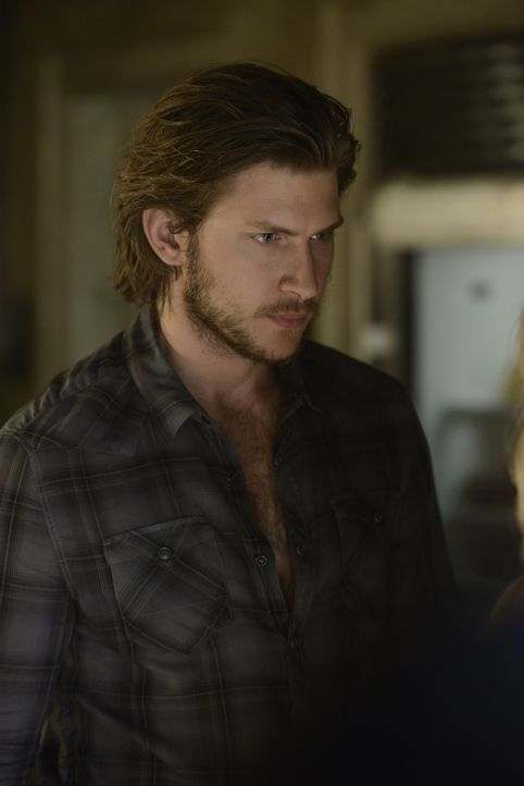 Als er Elena nach Jahren wiedersieht, wird Clay (Greyston Holt) schmerzlich bewusst, wie viel sie ihm noch bedeutet ... - Bildquelle: 2014 She-Wolf Season 1 Productions Inc.