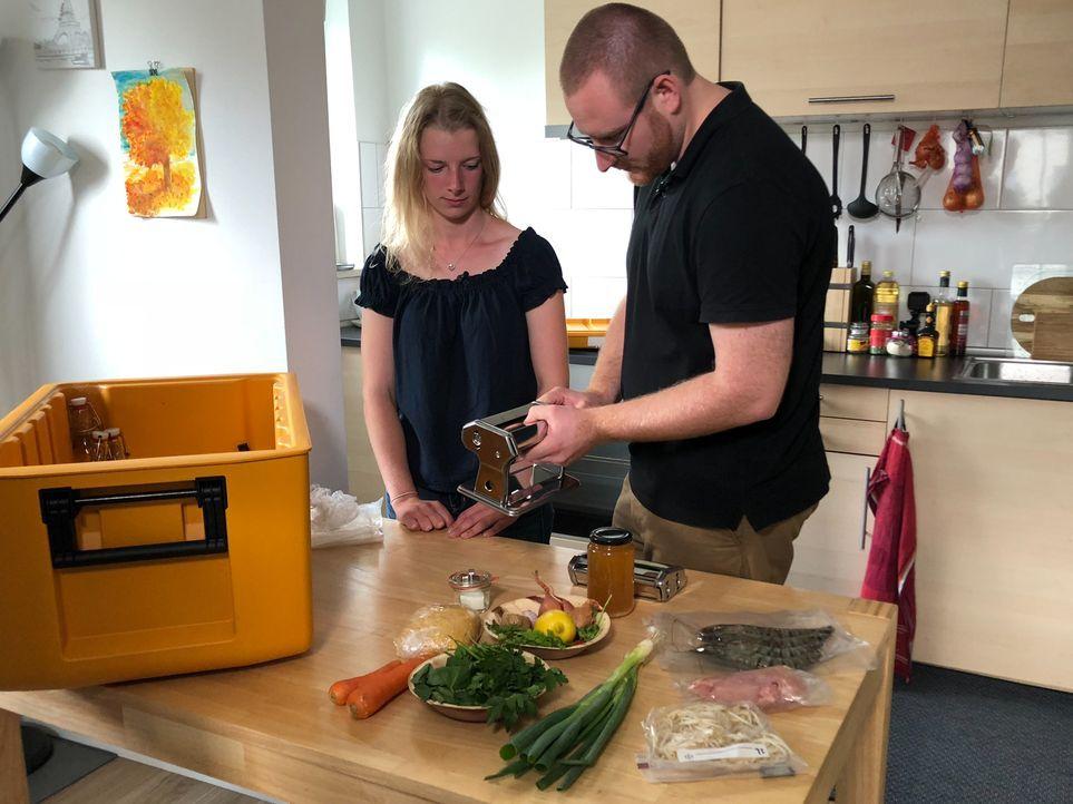 Wird ihr Perfektionismus und die wenige gemeinsame Kocherfahrung für Lisa und Dustin zum Verhängnis? - Bildquelle: kabel eins