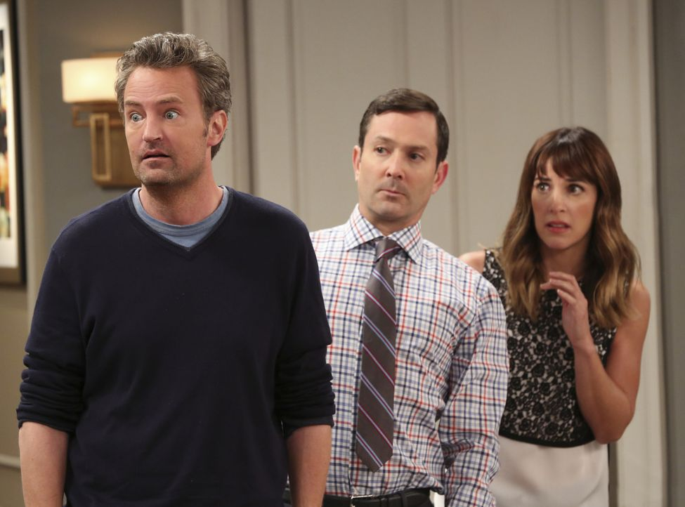 Ob Hypochondrie wohl ansteckend ist? Im Fall von Oscar (Matthew Perry, l.), Felix (Thomas Lennon, M.) und Emily (Lindsay Sloane) sieht es fast so au... - Bildquelle: Michael Yarish 2014 CBS Broadcasting, Inc. All Rights Reserved