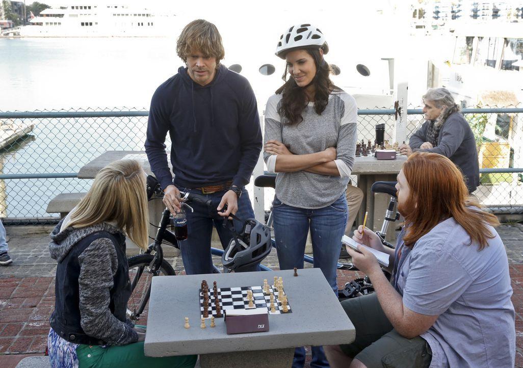 Als ein Raketentest gehackt wird, beginnen Deeks (Eric Christian Olsen, 2.v.l.) und Kensi (Daniela Ruah, 2.v.r.), zusammen mit Blaze (Becca Tobin, l... - Bildquelle: CBS Studios Inc. All Rights Reserved.