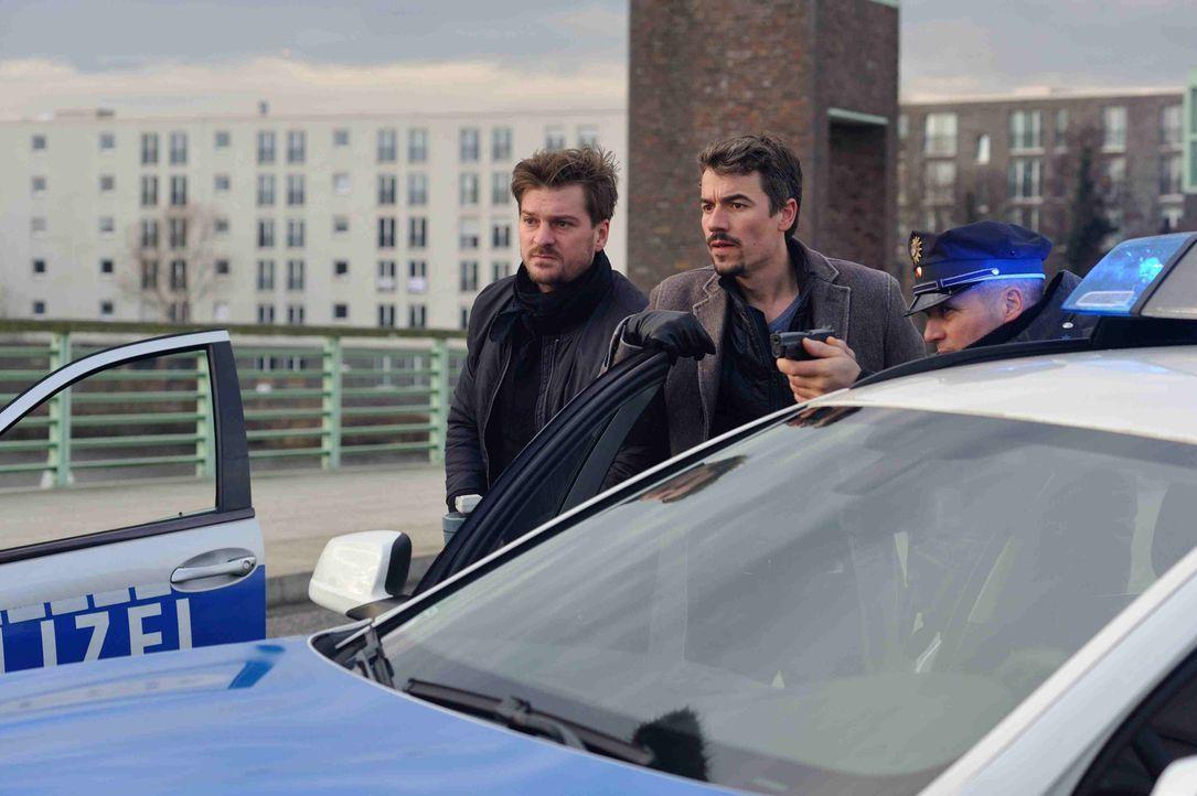 Sorgen sich um Josephine: Fritz (Matthi Faust, l.) und Alexander (Alexander Khuon, M.) ... - Bildquelle: Hardy Spitz SAT.1