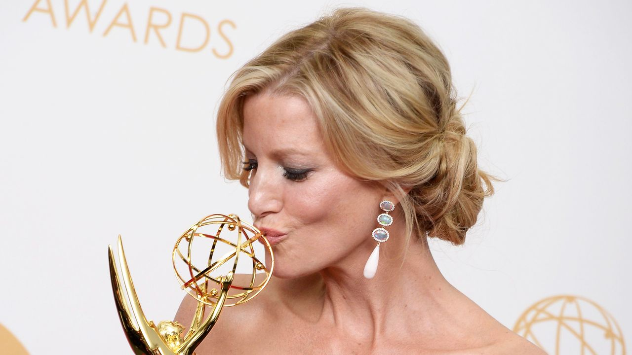 Emmy-Awards-Anna-Gunn-13-09-22-1-dpa - Bildquelle: dpa picture alliance