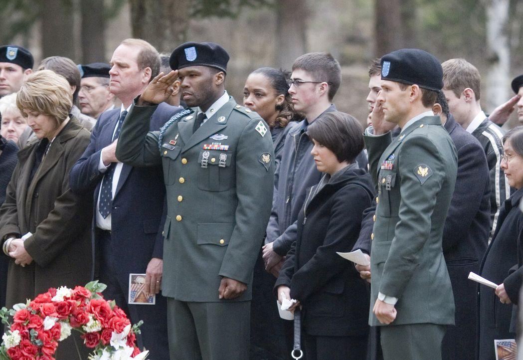 Kehren schwer traumatisiert in der Heimat zurück: die Irak-Veteranen Tommy (Brian Presley, vorne r.) und Jamal (50 Cent, 3.v.r.) ... - Bildquelle: Nu Image