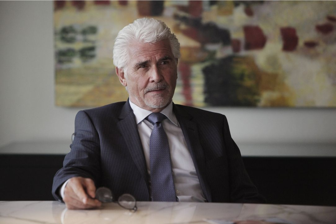 Der Mord an einem Mitarbeiter in einem Videoladen führt das Team zu Castles Vater, der sich ihnen als Anderson Cross (James Brolin) vorstellt. - Bildquelle: 2013 American Broadcasting Companies, Inc. All rights reserved.