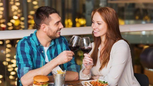 Paar beim romantischen Essen