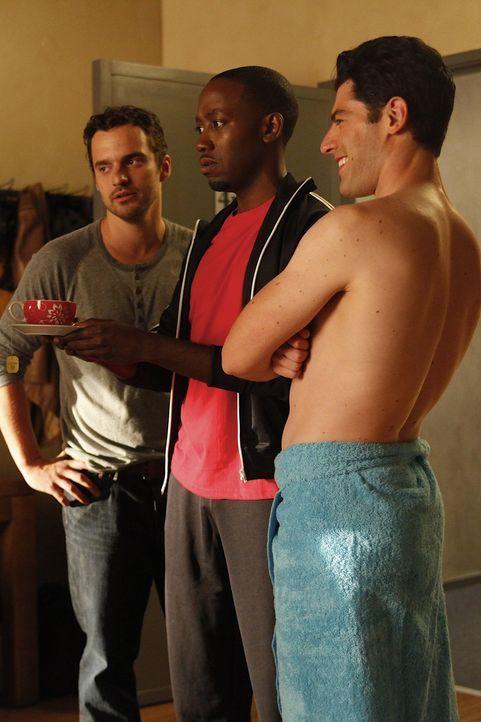 Unterstützen Jess, damit sie über ihren Trennungsschmerz hinweg kommt: Schmidt (Max Greenfield, r.), Nick (Jake M. Johnson, l.) und Winston (Lamor... - Bildquelle: 20th Century Fox