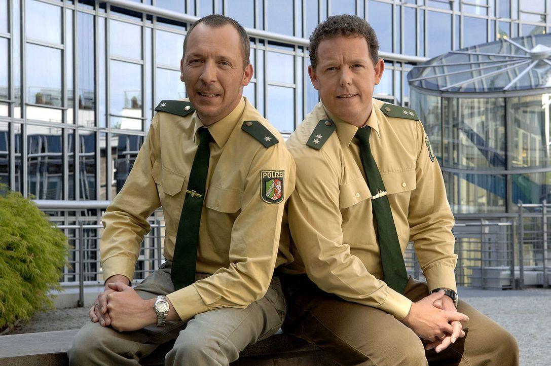 Das Team von der Hauptwache Bochum löst auch alltägliche Einsätze mit Herz und Einfühlungsvermögen. Toto (r.) und Harry (l.) sind immer dort, wo man... - Bildquelle: kabel eins