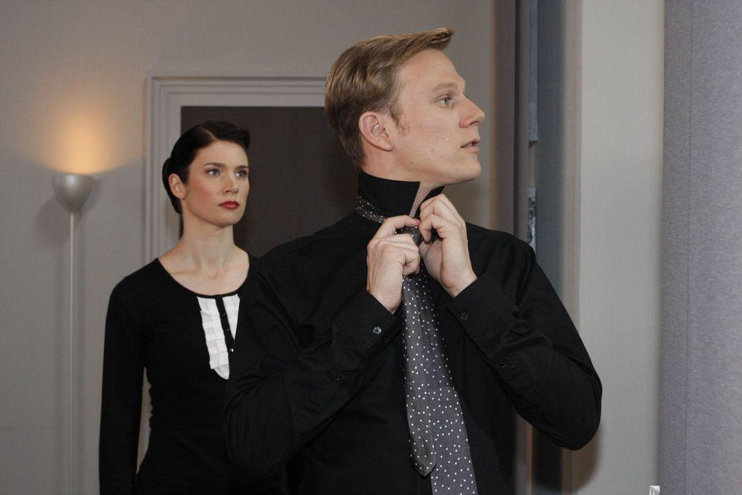 Gina (Elisabeth Sutterlüty, l.) ist enttäuscht, als Philip (Philipp Romann, r.) sie mit ihrem Problem auflaufen lässt ... - Bildquelle: SAT.1