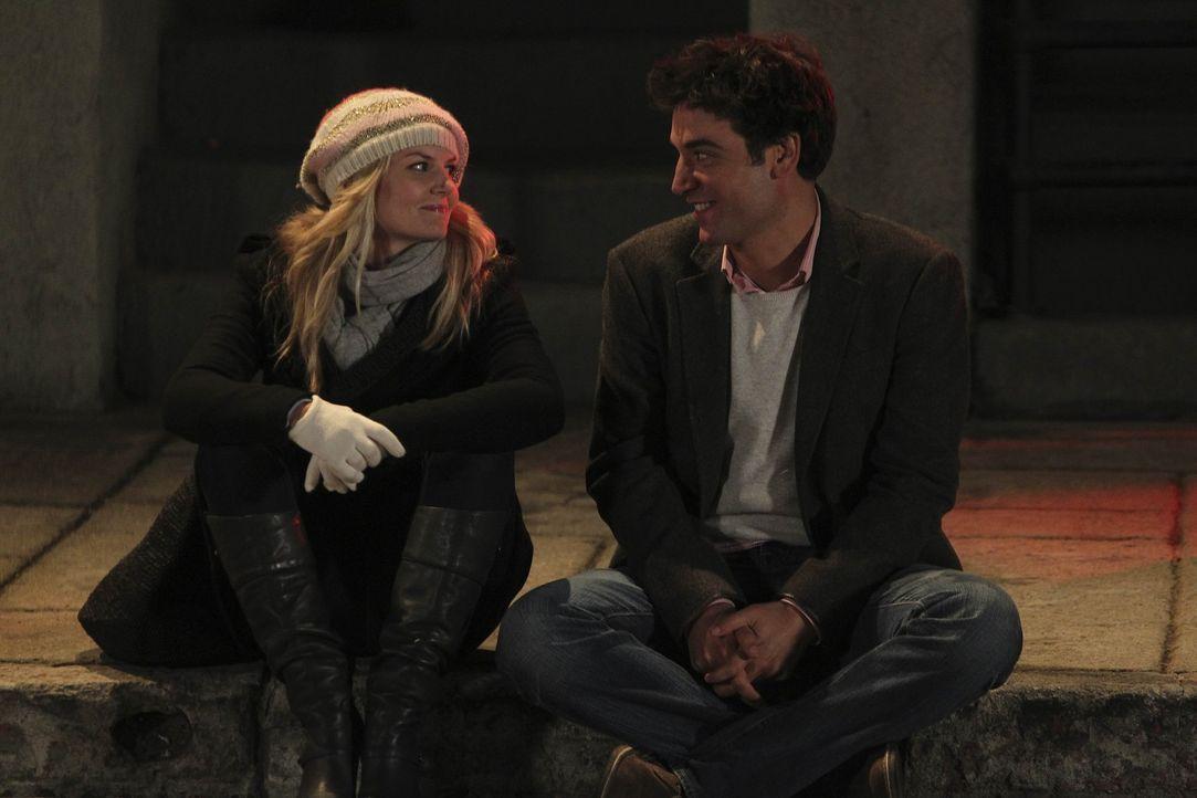 Als Ted (Josh Radnor, r.) die sympathische Aktivistin Zoey (Jennifer Morrison, l.) kennenlernt, ist er sofort von ihr begeistert, doch leider verlä... - Bildquelle: 20th Century Fox International Television