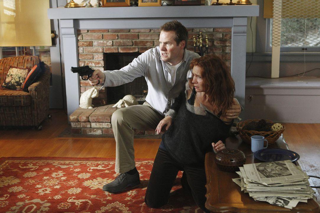 Garcia lernt in ihrer Selbsthilfegruppe Monica (Brigid Brannagh, r.) kennen, die durch einen Flyer, sich gemeinsam mit Bill Rodger (Jack Coleman, l.... - Bildquelle: ABC Studios