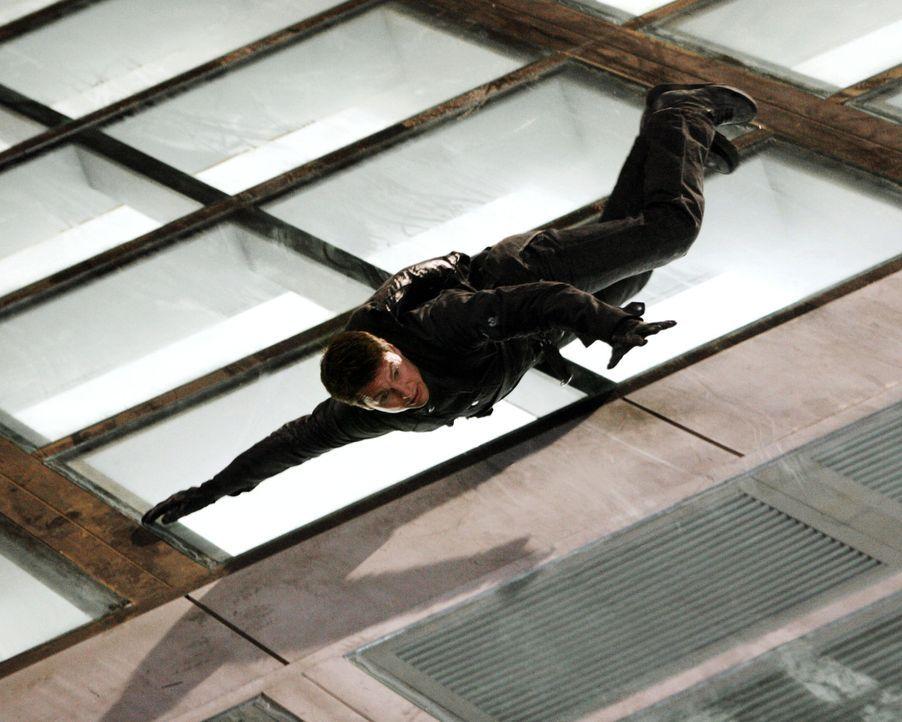 Muss Kopf und Kragen riskieren, um seine Verlobte retten zu können: Ethan Hunt (Tom Cruise) ... - Bildquelle: 2005 by PARAMOUNT PICTURES. All Rights Reserved.