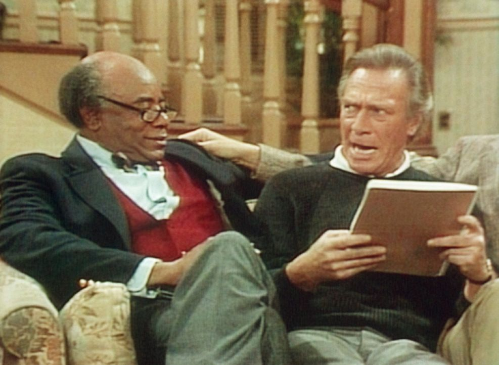 Dr. Foster (Roscoe Lee Browne, l.) und sein Kollege Dr. Lawrence (Christopher Plummer, r.) rezitieren Shakespeare. - Bildquelle: Viacom