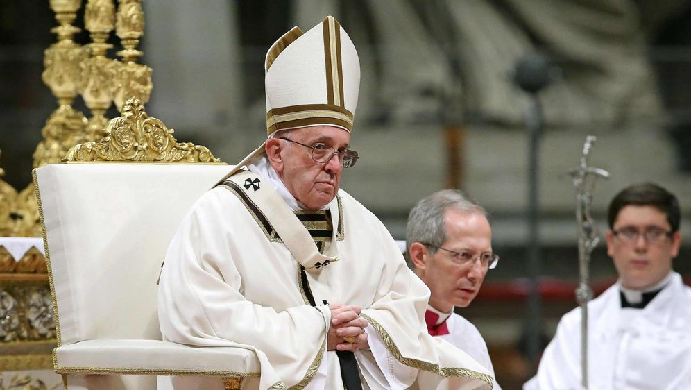 Papst Franziskus geißelt in Weihnachtspredigt Konsumgesellschaft