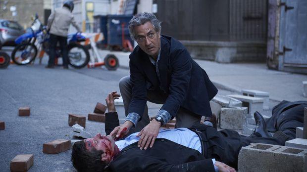 Als sich die mysteriösen Todesfälle häufen, realisiert Dr. Rosen (David Strat...