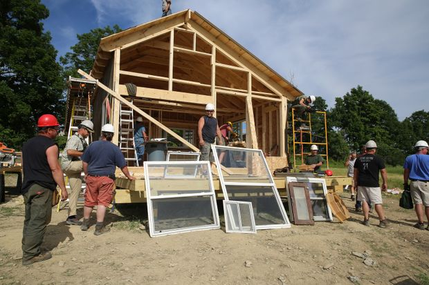 Building Wild - Wohnen in der Wildnis - Paulie und das Team sollen ein neues...