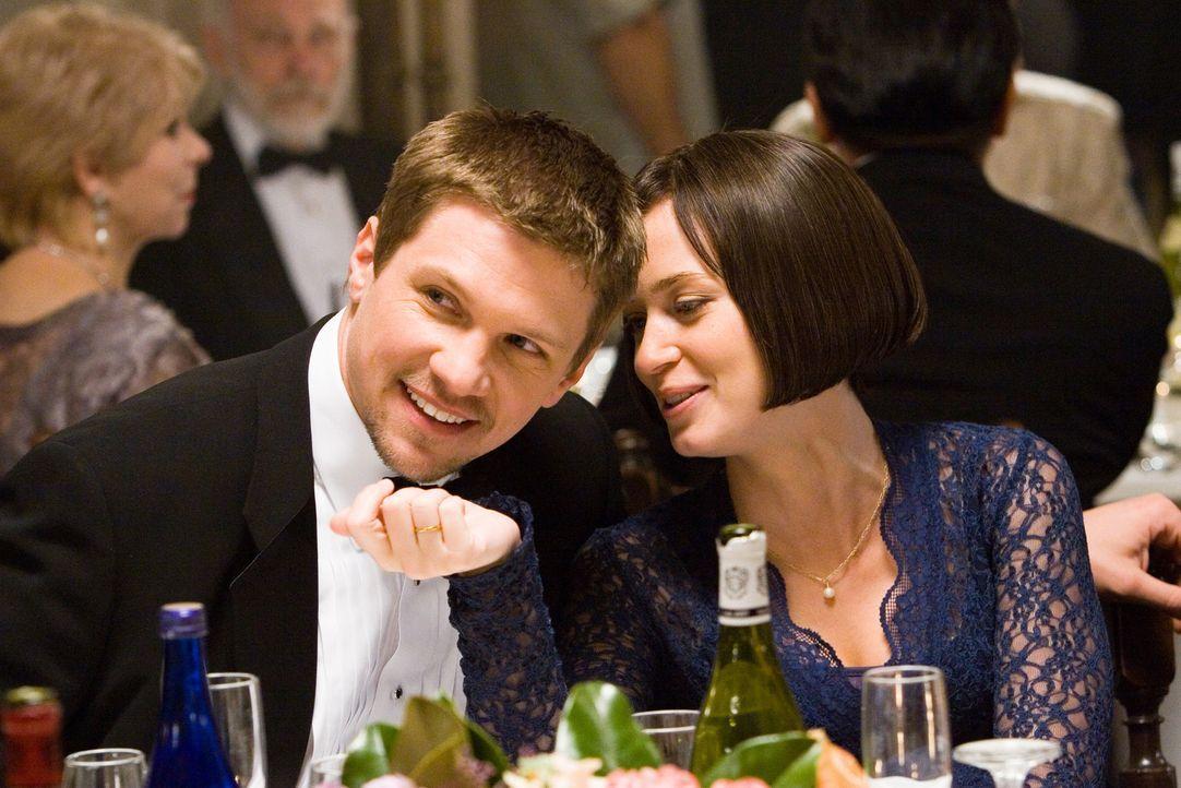 Der Schein trügt: Die junge Lehrerin Prudie (Emily Blunt, r.) und ihr Mann Dean (Marc Blucas, l.) haben sich längst auseinandergelebt ... - Bildquelle: 2007 Sony Pictures Classics Inc. All Rights Reserved.