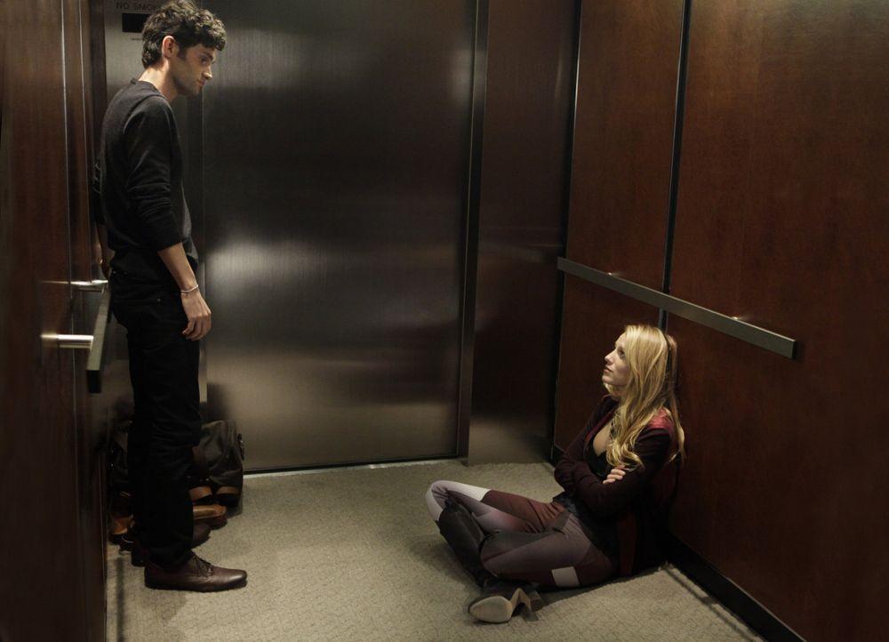 Serena und Dan im Aufzug - Bildquelle: Warner Bros. Television