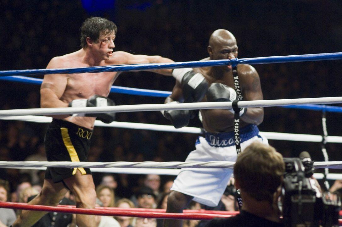 Rocky (Sylvester Stallone, l.) lebt zurückgezogen in Philadelphia, vom Glanz seiner besten Jahre ist nur noch wenig übrig. Nach wochenlangem harten...