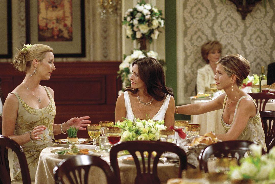Phoebe (Lisa Kudrow, l.) beichtet Monica (Courteney Cox, M.), dass sie den ersten Schwangerschaftstest manipuliert hat, um Rachel (Jennifer Aniston,... - Bildquelle: TM+  WARNER BROS.