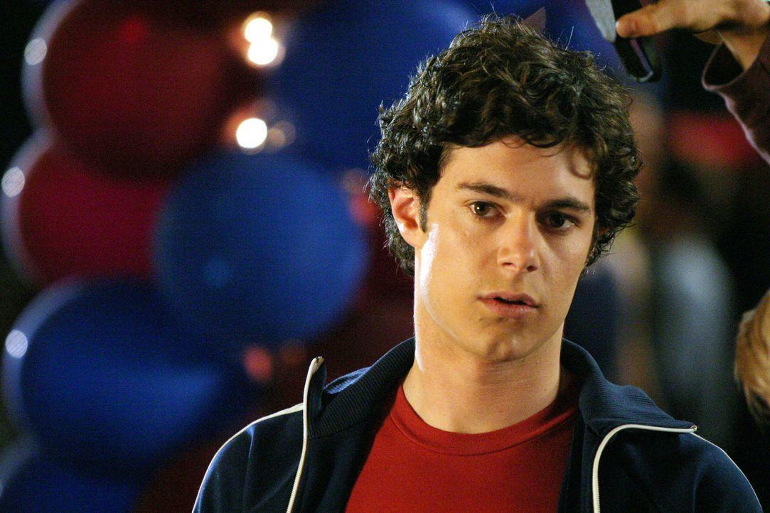 Seth (Adam Brody )versucht alles, um bei Summer zu landen, doch sein Plan geht nicht auf ... - Bildquelle: Warner Bros. Television
