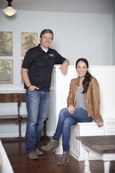 Gelingt es Chip (l.) und Joanna (r.), aus dem Haus der Erwins ein Glanzstück zu machen? - Bildquelle: Justin Clemons 2014, HGTV/ Scripps Networks, LLC.  All Rights Reserved.