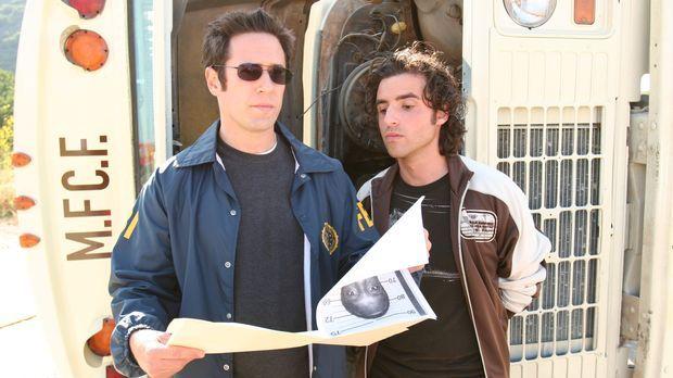 Gemeinsam versuchen Don (Rob Morrow, l.) und Charlie (David Krumholtz, r.) ei...