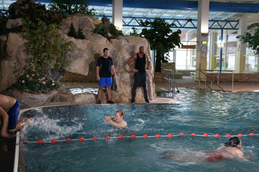 Im Ötztal in Österreich müssen sich die verbleibenden Teilnehmer noch einmal in verschiedenen Disziplinen vor den Augen der gestrengen Trainer Ramin... - Bildquelle: SAT.1