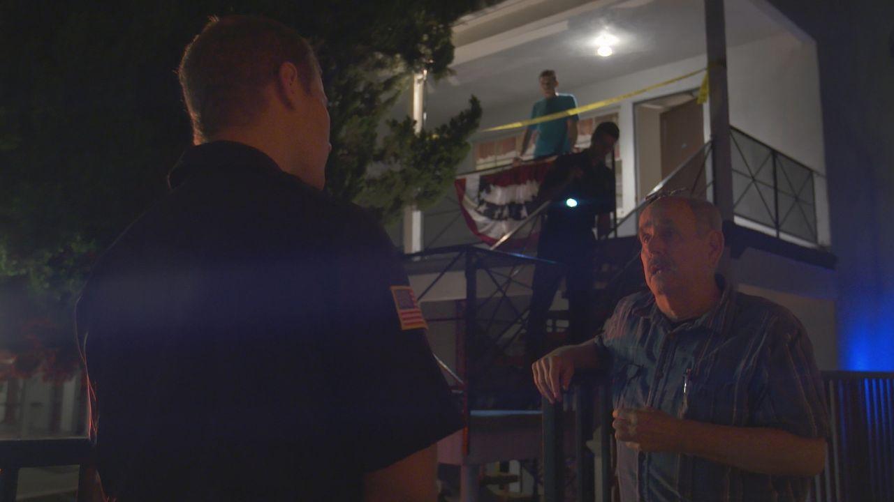 Wer hat William Cosco getötet? Nachbarn berichten der Polizei über eine geheimnisvollen behaarten Fremden, der wenige Tage vor der brutalen Ermordun... - Bildquelle: LMNO Cable Group
