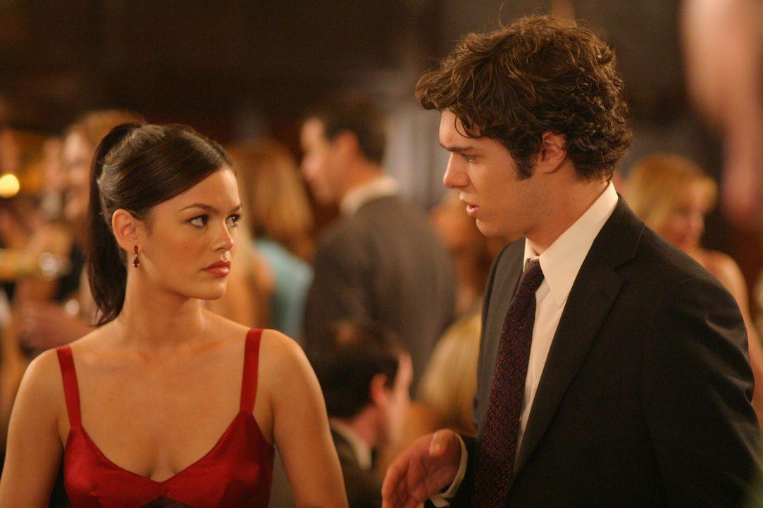 Gemeinsam erleben Seth (Adam Brody, r.) und Summer (Rachel Bilson, l.) ihr 'erstes Mal' ... - Bildquelle: Warner Bros. Television
