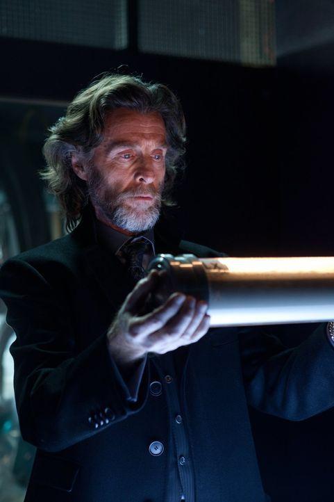 Während sein geklonter Sohn von Clark lernt, wie er mit seinen Kräften umgeht, muss Lionel (John Glover) sich Tess gegenüber rechtfertigen, wer die... - Bildquelle: Warner Bros.