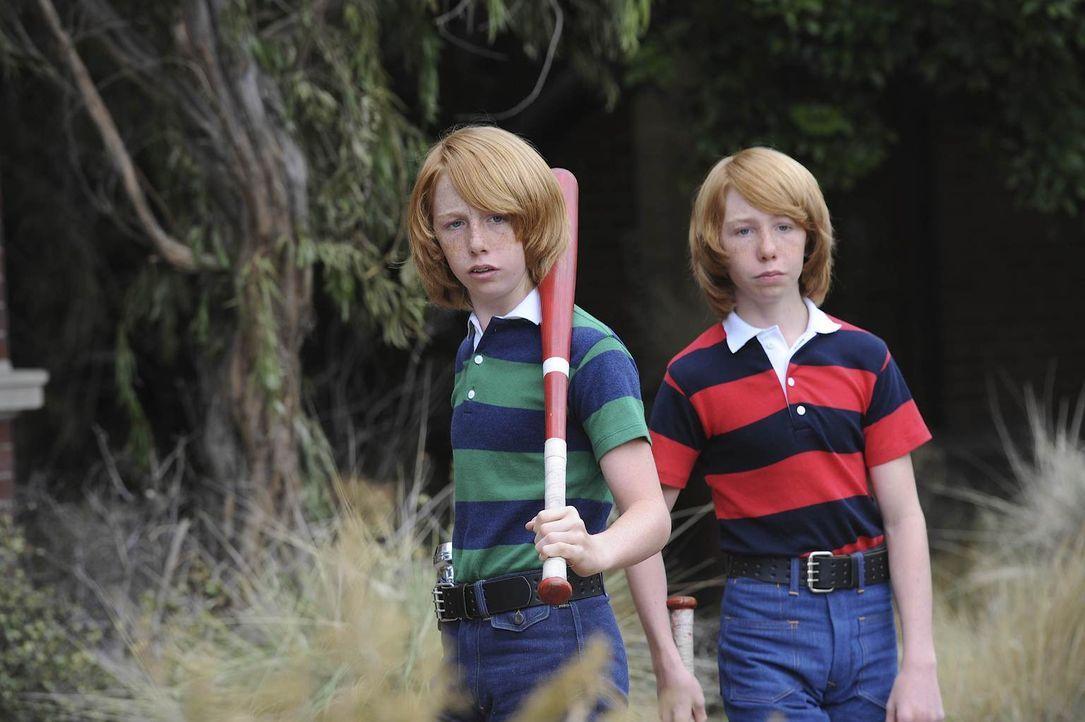 Los Angeles 1978: Dem Reiz des Verbotenen können die Zwillingsbrüder Troy (Bodhi Schulz, l.) und Bryan (Kai Schultz, r.) nicht widerstehen ... - Bildquelle: 2011 Twentieth Century Fox Film Corporation. All rights reserved.