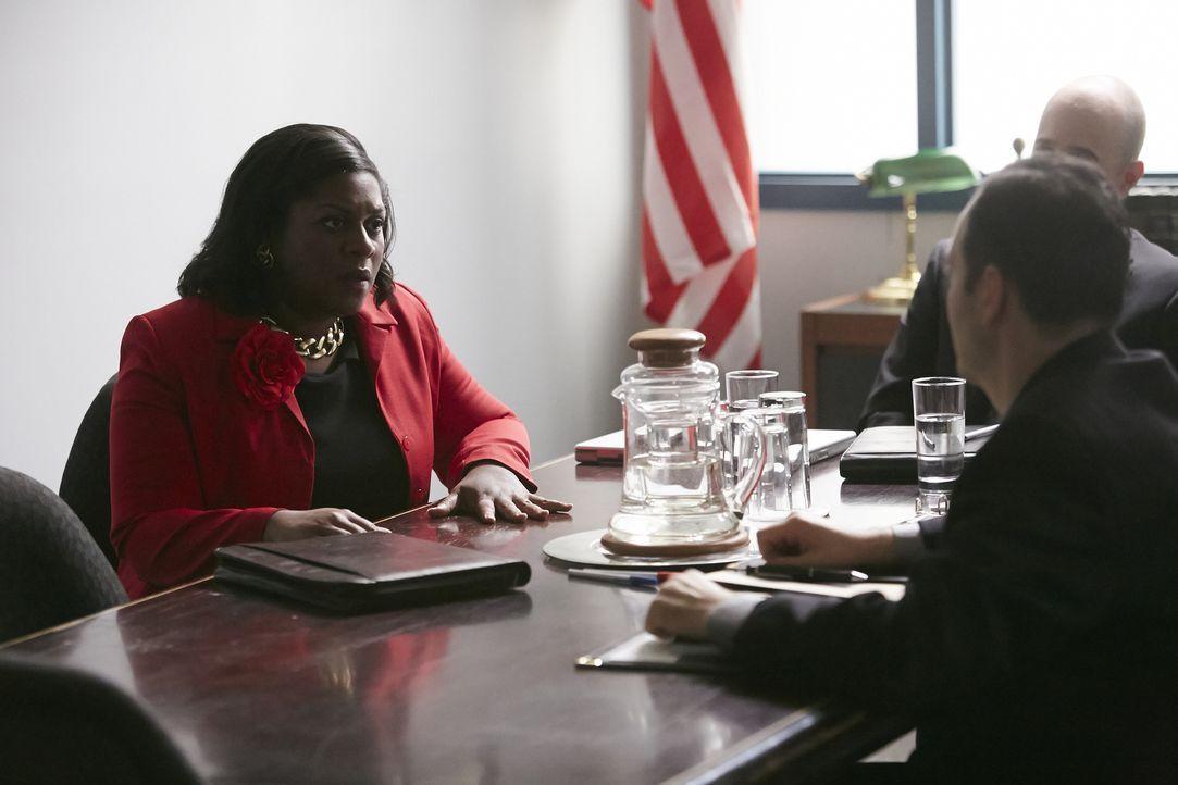 Der verzweifelte Kampf einer Mutter nach Gerechtigkeit: Yvonne Pointer (Andriah Daley, l.) will den Mörder ihrer 14-jährigen Tochter Gloria endlich... - Bildquelle: Ian Watson Cineflix 2015