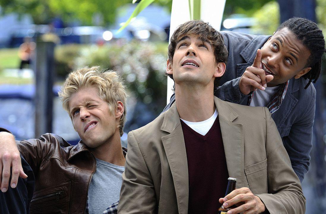 Noch verleben Sully (Matt Barr, l.), Henry (Christopher Gorham, M.) und Danny (Brandon Jay McLaren, r.) auf Harper's Island unbeschwerte Stunden. Do... - Bildquelle: 2009 CBS Studios Inc. All Rights Reserved.