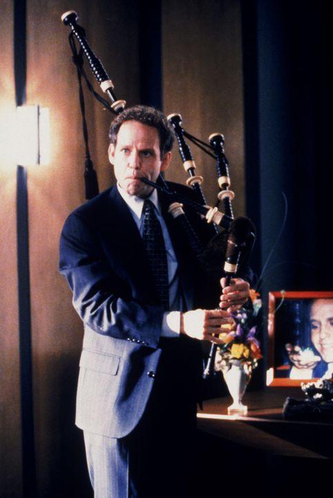 Trauerstimmung bei John (Peter MacNicol): Sein Frosch wurde auf grausame Art und Weise umgebracht ... - Bildquelle: Twentieth Century Fox Film Corporation. All rights reserved.