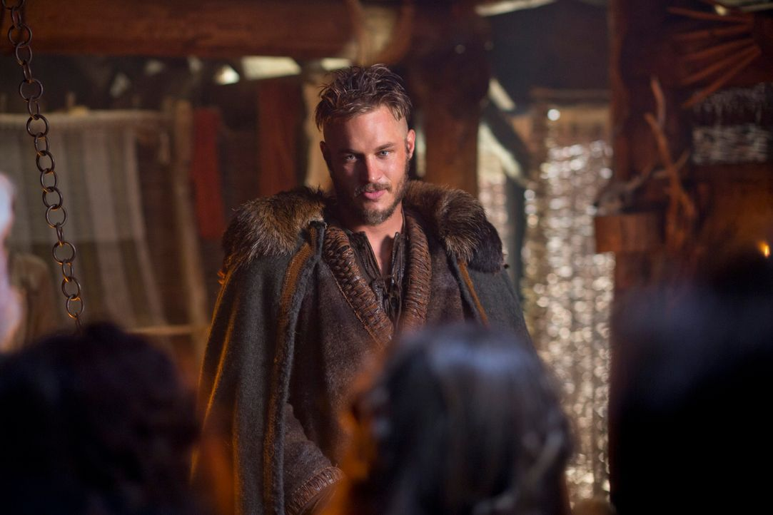 Ragnar (Travis Fimmel) verfolgt konsequent sein Ziel und hintergeht dabei sogar den Herrscher Earl Haraldson ... - Bildquelle: 2013 TM TELEVISION PRODUCTIONS LIMITED/T5 VIKINGS PRODUCTIONS INC. ALL RIGHTS RESERVED.