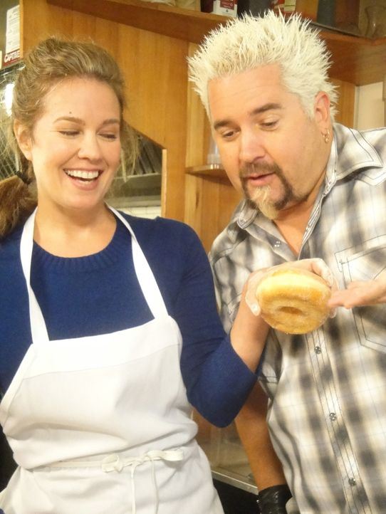 Guy Fieri (r.) - Bildquelle: 2012, Television Food Network, G.P.  All Rights Reserved.