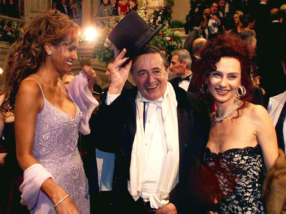 Nadja-Abdel-Farrag-Richard-Lugner-Christina-00-03-02-dpa - Bildquelle: dpa