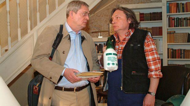 Bernd (Volker Herold, r.) ist überrascht, dass Friedrich (Wilhelm Manske, l.)...