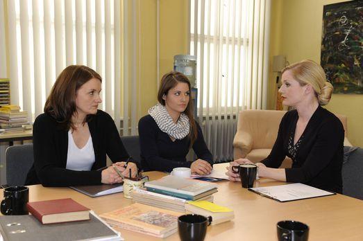 Hand aufs Herz - Was ist bei Gabriele (Marie Schneider, l.), Bea (Vanessa Jun...