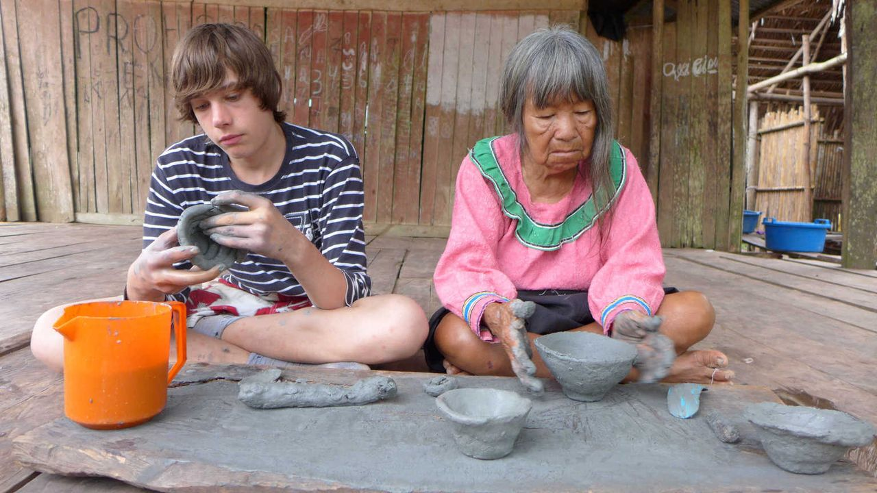 Dennis (l.) wird nach Peru geschickt, um dort zu lernen, was es bedeutet, Verantwortung zu übernehmen ... - Bildquelle: SAT.1